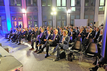 Veranstaltungs-Impression: ISB-Foyer der Investitions- und Strukturbank Rheinland-Pfalz in der Mainzer Holzhofstrasse 4. Foto: Diether v. Goddenthow