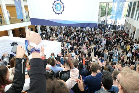 Über 5000 potentielle Gründer, Starter, Berater, Jungunternehmer und Interessenten feierten den 4. Founder Summit 2019 im Wiesbadener CongressCenter.Foto: Diether v. Goddenthow