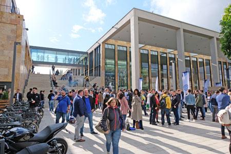 Viele Besucher wollen wieder dabei sein im April 2020, wenn der 5. Founder Summit im Rhein-Main CongressCenter Wiesbaden seine Türen öffnet. Foto: Diether v. Goddenthow