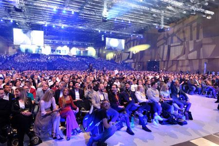 5000 gebannte Zuhörer. Foto: Diether v. Goddenthow