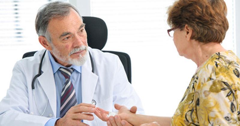 Niedergelassener Hausarzt oder Facharzt in eigener Praxis